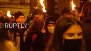 (VIDEO) NAROD SE OBRAČUNAO SA POLICIJOM: Francuska zabranila Žandarmeriji da koristi dronove protiv demonstranata!
